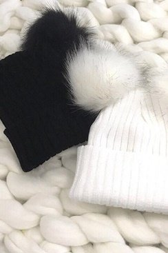 Knitted Pom Pom Hat - Black